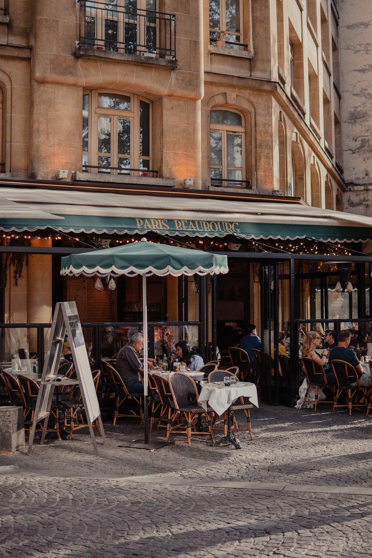 Paris bucket list - outdoor cafe